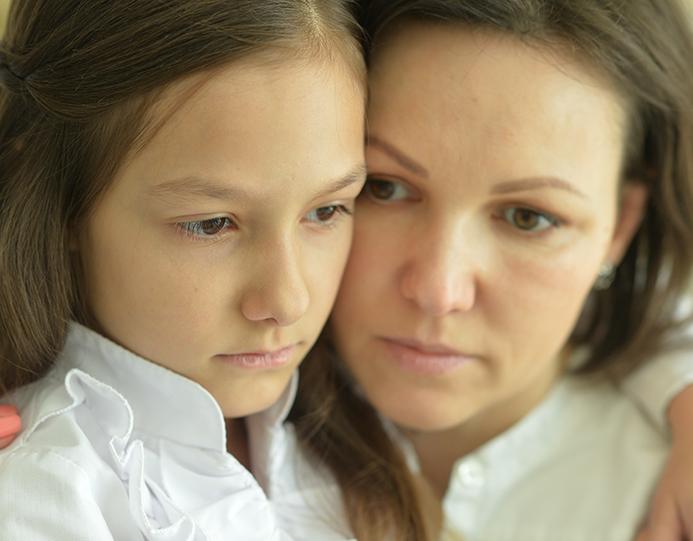 mor barn trist pårørende